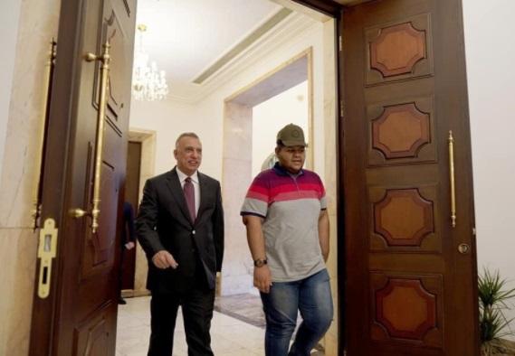 الكاظمي يستقبل الشاب الذي ناشد الرئيس الأمريكي بعبارته الشهيرة (بايدن هيلب مي) Aliadel.5