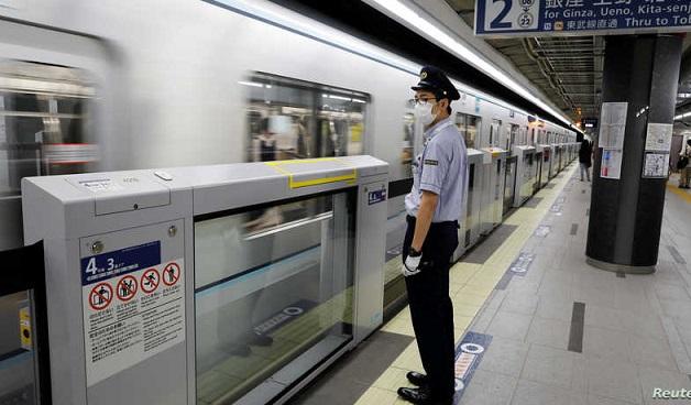 """اليابان.. تحقيق ومؤتمر صحفي للاعتذار بعد تأخر قطار لمدة """"دقيقة واحدة"""" Bahnhof.Jp"""
