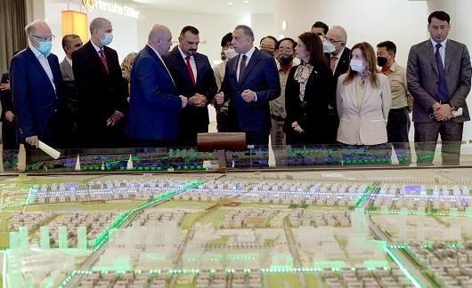 مشروع عاصمة العراق الادارية الجديدة بمواجهة خلافات واتهامات      تم إنشاءه بتاريخ الإثنين, 21 حزيران/يونيو 2021 15:01   0 Comments                   الكاظمي متنفقدا السبت مراحل تنفيذ مشروع بسماية السكني الاكبر في العراق  ايل Capital.Bg