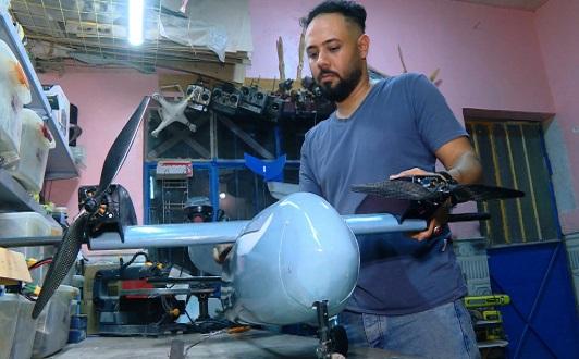شاهد.. مبتكر عراقي يصنع مسيرة شبيهة بطائرة استطلاع أميركية ويحصل على دكتوراه فخرية من بريطانيا Froka.Kr