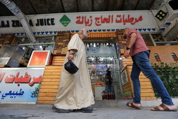 تذوقه ملوك ورؤساء عرب لأكثر من قرن.. ما سر شهرة عصير الحاج زبالة ببغداد؟ Hajzbala3