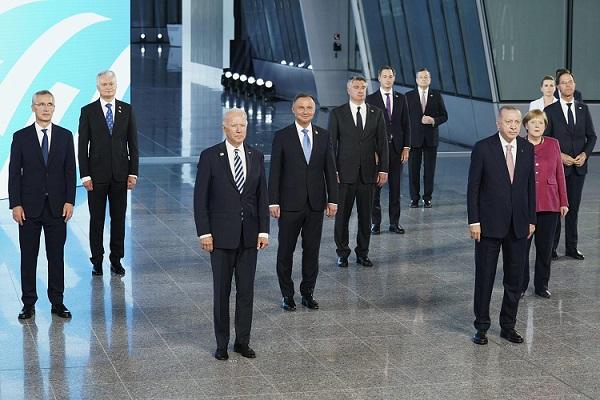 """تقرير: قمة """"الناتو"""" تدارست بتكتم طرد تركيا واستبدالها بالأردن           إرم:كشفت شبكة """"ري ميكس"""" العسكرية الأوروبية، أن قمة حلف الأطلسي التي انعقدت في بروكسل هذا الأسبوع ناقشت وبتكتم كبير مستقبل تركيا كعضو في الحلف في ضوء است Nato.P"""