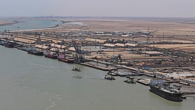 تحوي مواد خطرة.. إخلاء حاويات بميناء أم قصر في العراق Umqaser.1