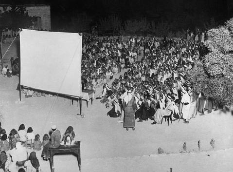 (( شخبطات من أوراقنا ومخيلتنا عن دور السينما في بغداد والتي أضمحلت لكن ذكراها لا تزال حاضرة )) Cinamaa.M