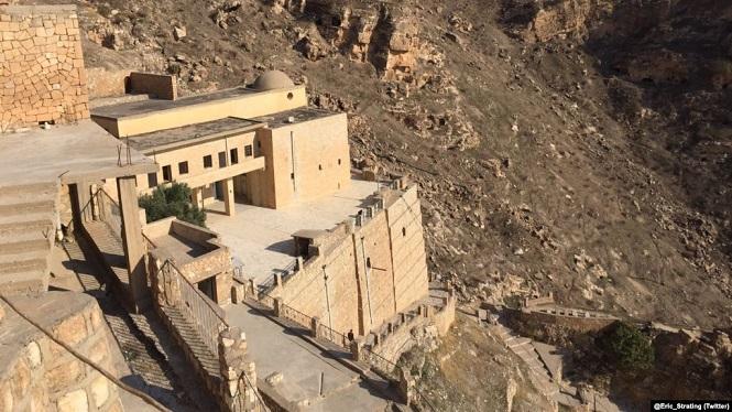 فيديو / زيارة دير في شمال العراق عمره - ١٤٠٠ سنة!!      Der