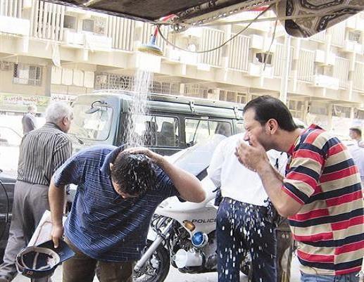 """من الشاي إلى """"الآيس كريم"""".. صيف العراق يزعزع عادات راسخة Harr.4"""