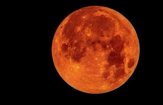 لمناسبة خسوف القمر حكاية من التراث الشعبي البغدادي يا حوتة يامنحوتة.. رجعي گمرنا العالي!! Ksooff