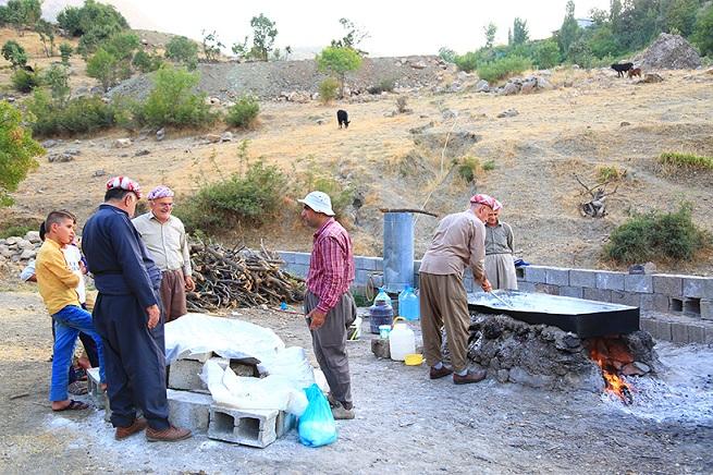 """نبع بقرية """"بيران"""" في أربيل يغني السكان عن شراء الملح منذ ٣٠٠ عام      Saltz.3"""
